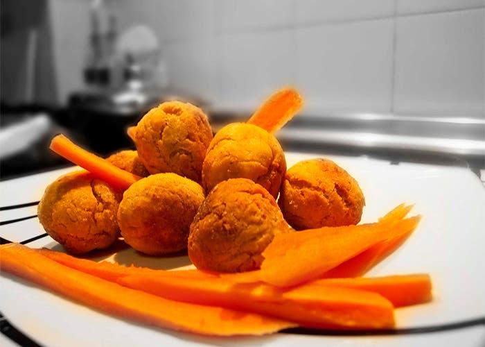 Albóndigas de Garbanzos con Zanahorias