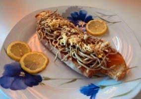 Tosta Marinera de salmón ahumado y gulas