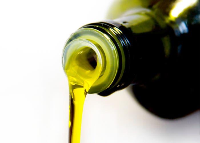 Botella de aceite acostada