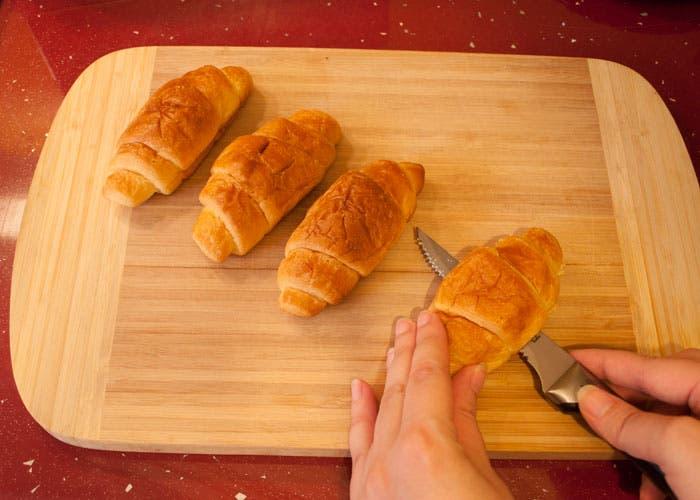 Paso 1 de la elaboración del croissant relleno