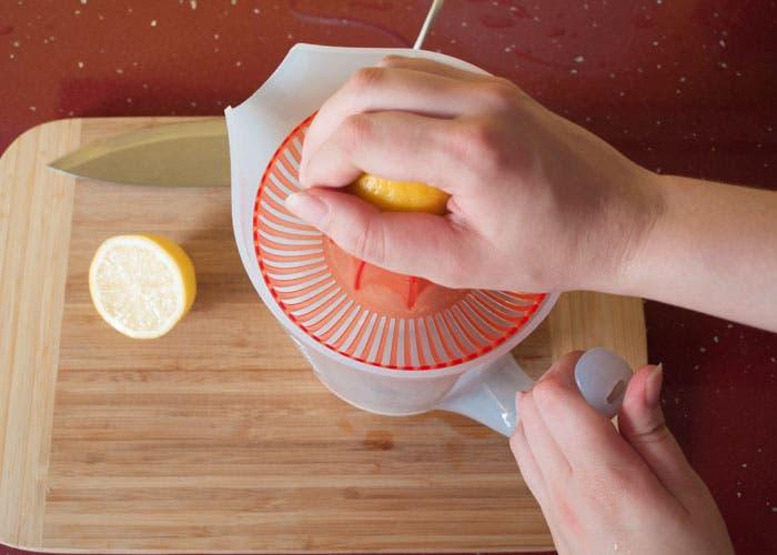 Paso 1 de la elaboración del zumo verde