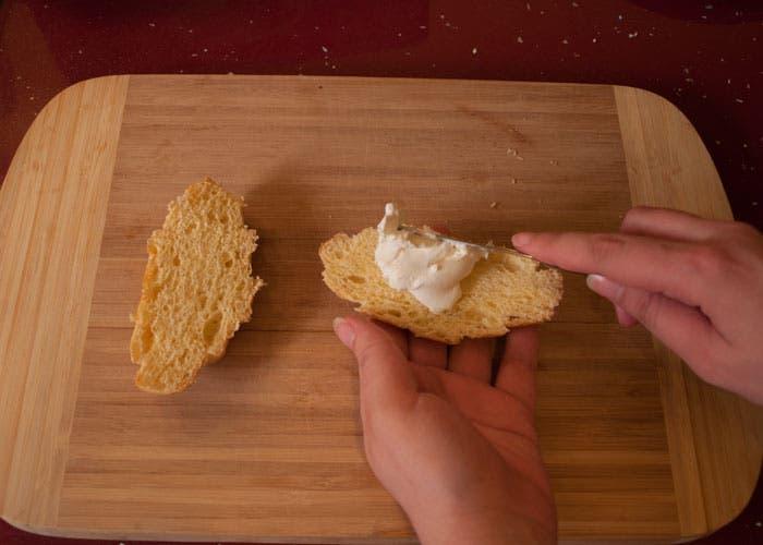Paso 2 de la elaboración del croissant relleno