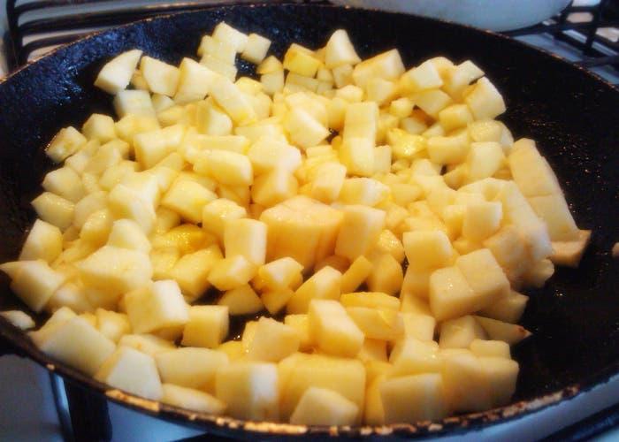 Receta crepes dulces con relleno a base de manzana y canela