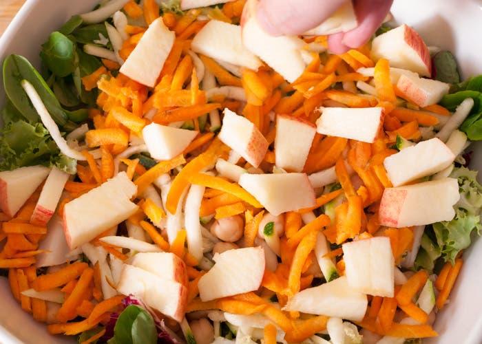 Paso 7 de la elaboración de la ensalada de garbánzos