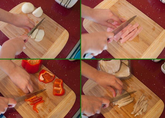 Troceando ingredientes para la pizza