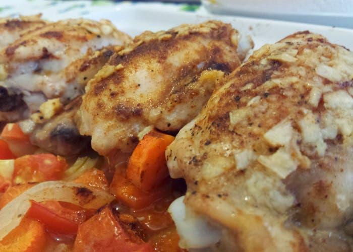 Plato de pollo al pimentón terminado