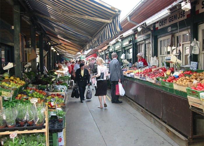 Gente en el mercado