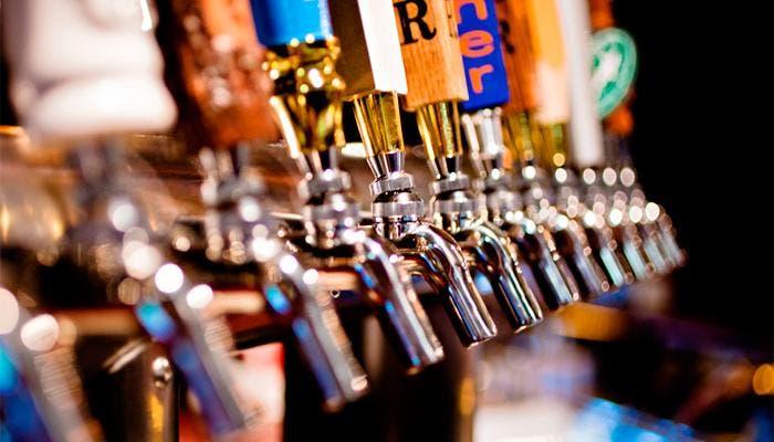 Grupo de grifos de varias cervezas