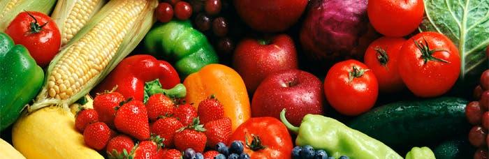 Varias frutas y verduras amontonadas