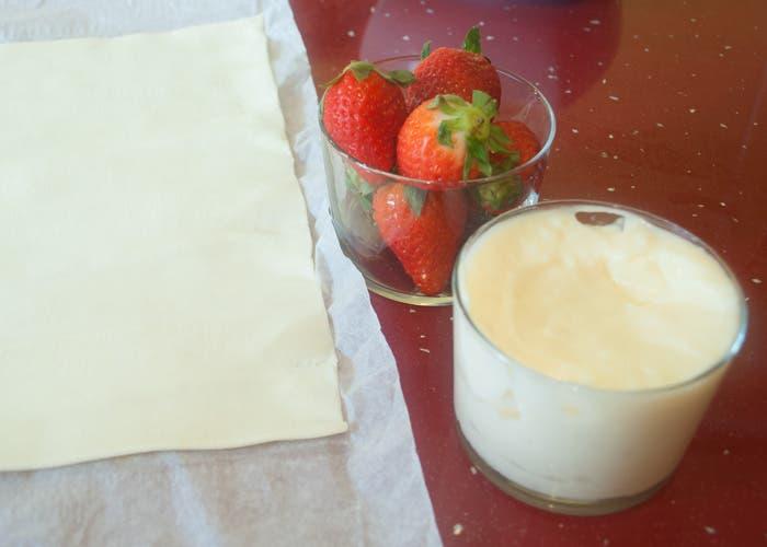 Ingredientes para tartaletas: fresas, crema pastelera y hojaldre