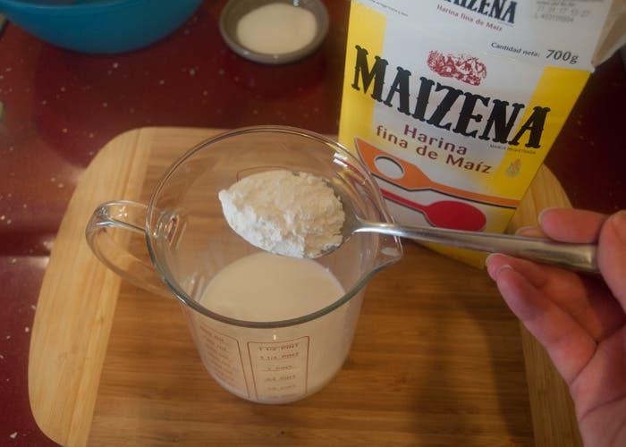 Diluir Maizena en leche fría