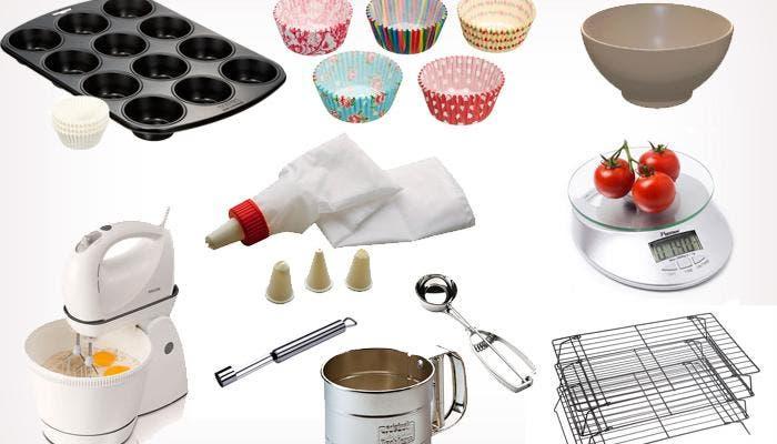 Varios utensilios básicos para hacer cupcakes