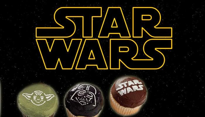 Logotipo Star Wars junto a Magdalenas con motivos de la saga