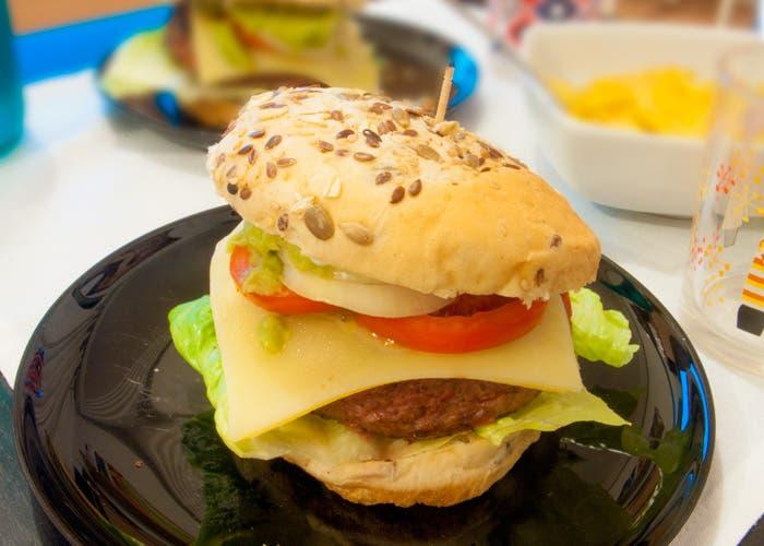 Presentación de hamburguesa casera