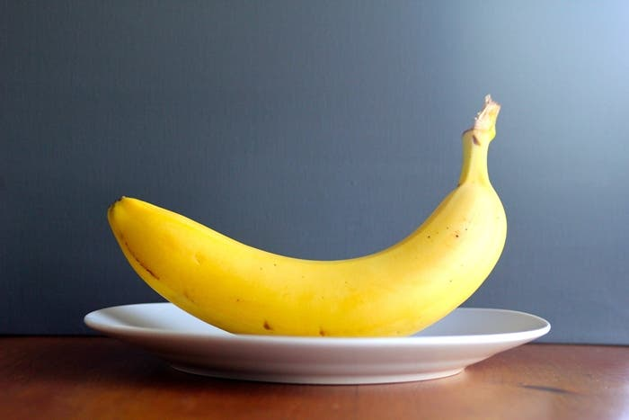 Plátano sobre plato