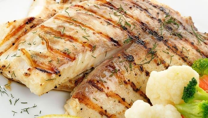 Cómo hacer que el pescado no se pegue a la plancha