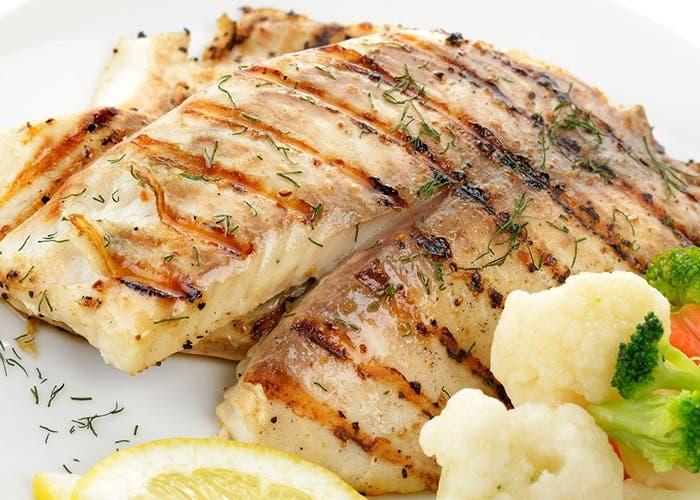 C mo hacer que el pescado no se pegue a la plancha for Como cocinar pescado