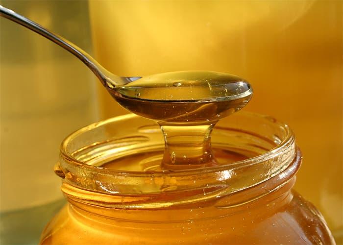 Bote de miel detalle de la cuchara