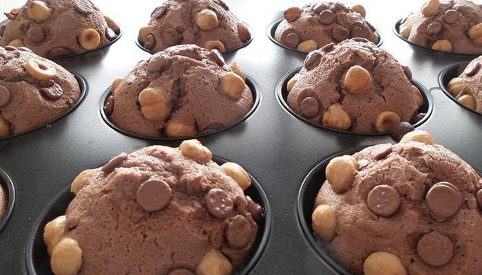 Magdalenas de chocolate y avellanas