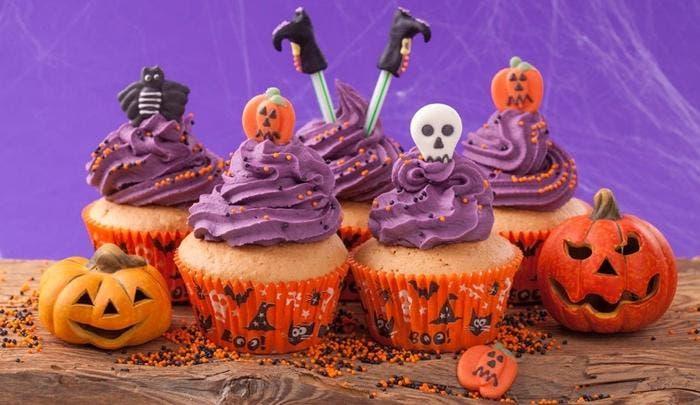 Buttercream de merengue suizo para decorar cupcakes de Halloween