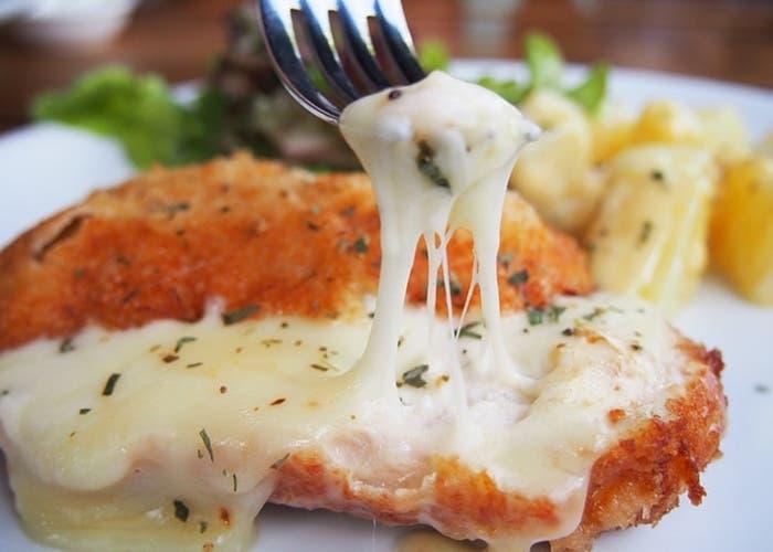 Filetes de pollo con salsa de queso roquefort