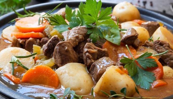 carne guisada con patatas y zanahorias