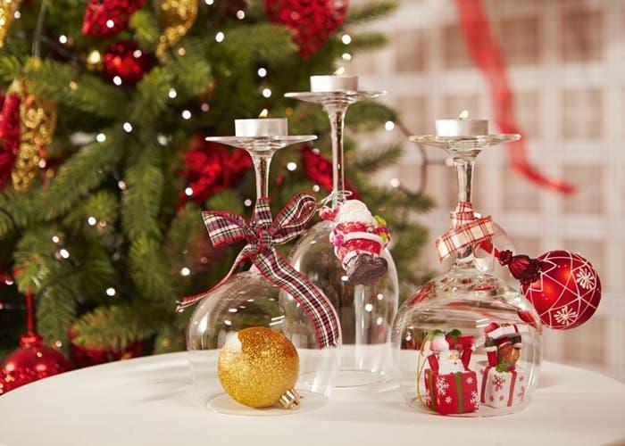 3 ideas para decorar la mesa navide a - Mesa colgante para balcon ...