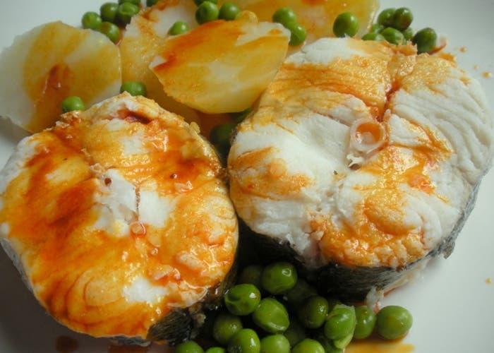 Merluza a la gallega receta paso a paso for Cocinar raya a la gallega