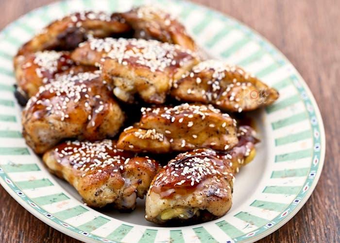 Pollo con miel y semillas de ajonjolí