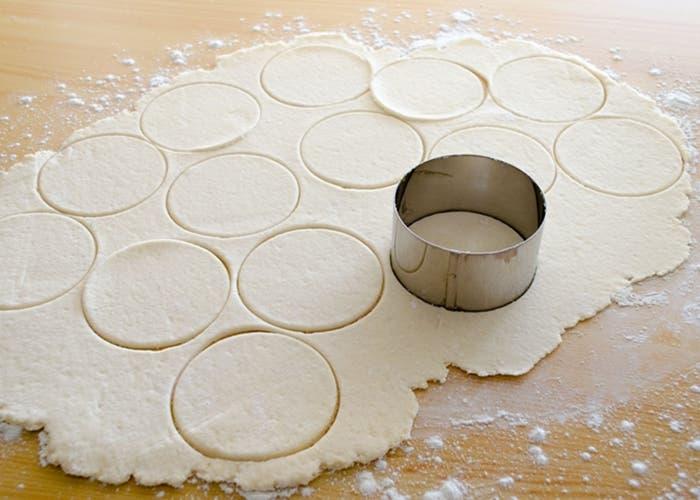Masa para hacer pasta Gyosa o empanadillas japonesas, receta paso a paso