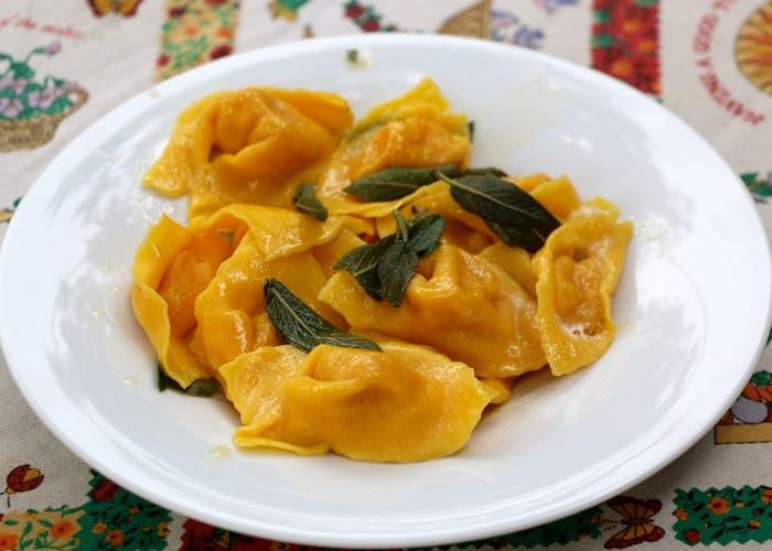 Risultati immagini per Cappellacci de calabaza con mantequilla y salvia, Ferrara