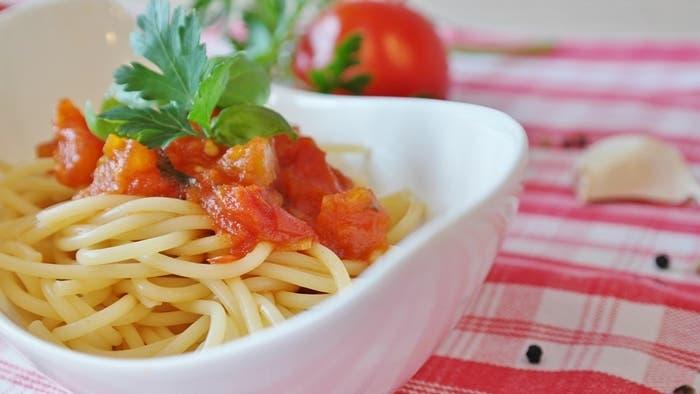 Espaguetis con salsa roja