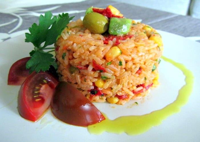ensalada-de-arroz-con-aguacate-receta-paso-a-paso