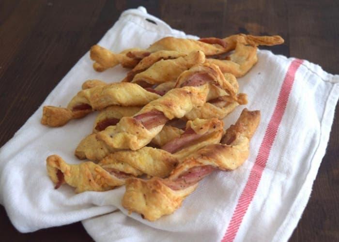 palitos-de-hojaldre-panceta-y-queso