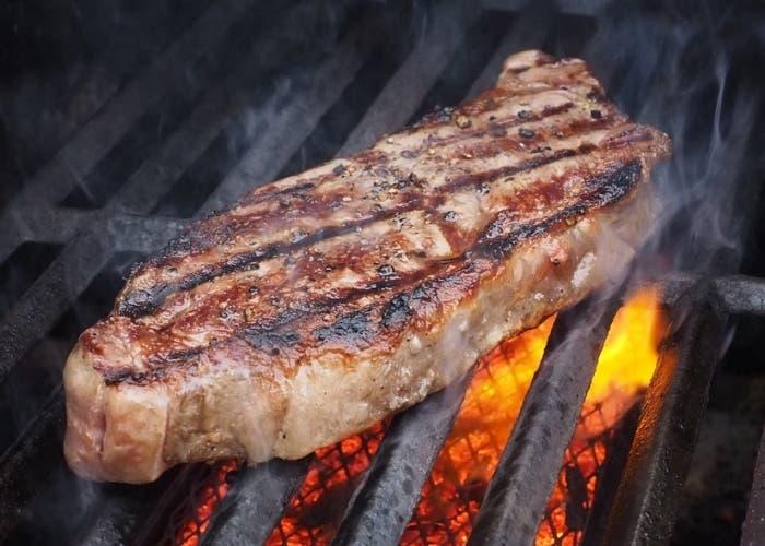 cocinar-carne-a-la-parrilla