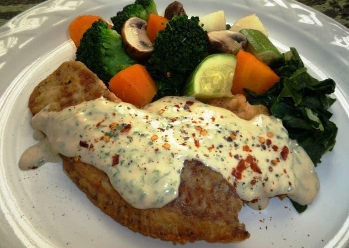 Filetes de pescado con salsa de cilantro