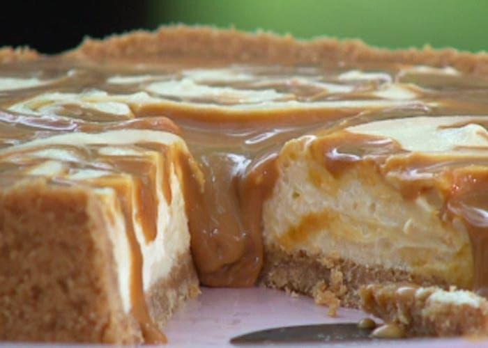 Cheesecake de chocolate blanco y dulce de leche