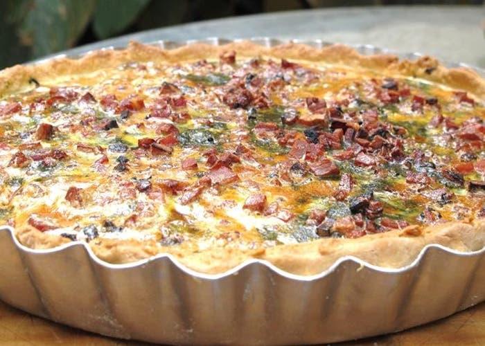 Tarta de panceta, puerros y cebolla