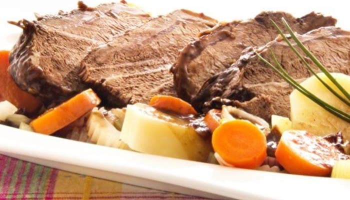 Carne a la olla con verduras
