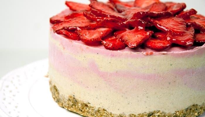 Tarta helada de fresas y yogur griego