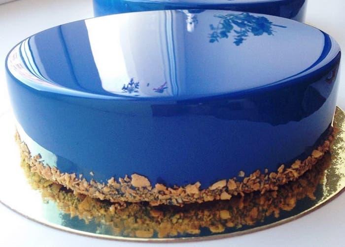 C mo hacer un glaseado de espejo for Decoracion de tortas espejo