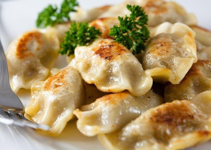Varenikes rellenos con patatas y cebolla
