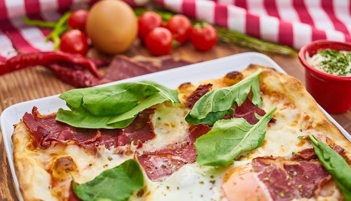 Pizza con jamón ibérico