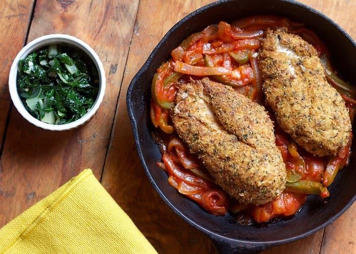 Receta de supremas de pollo rebozadas con salsa de tomate picante