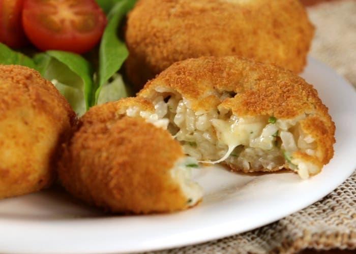 Croquetas de arroz con queso
