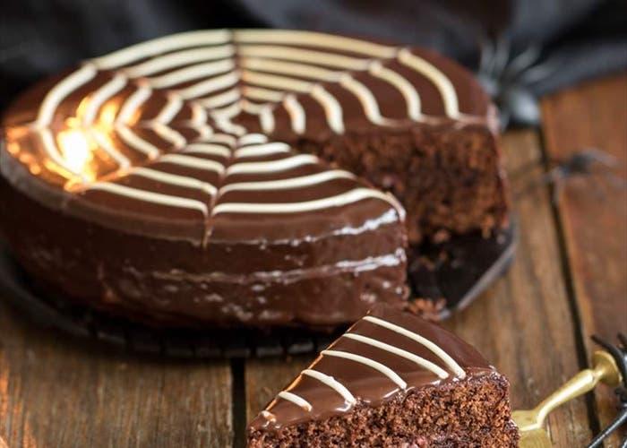 Receta de bizcocho telaraña de chocolate para la noche de brujas