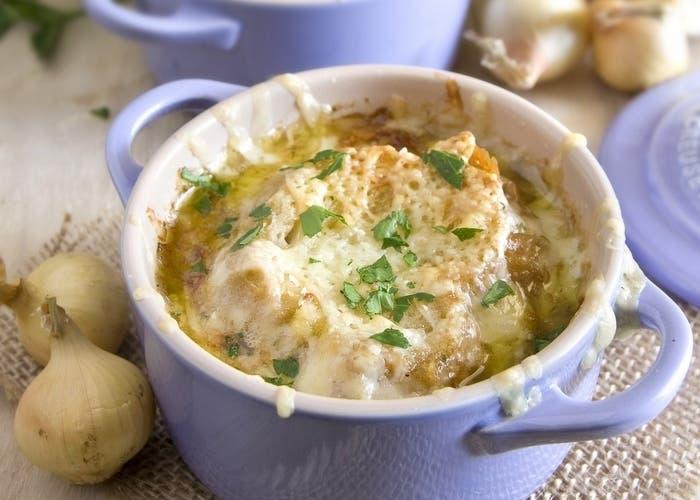 Sopa de cebolla parisina