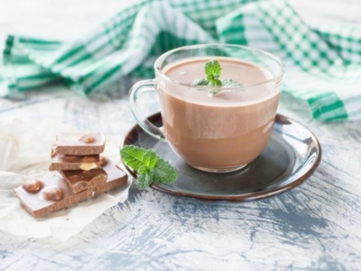 Receta de bebida de chocolate caliente con menta