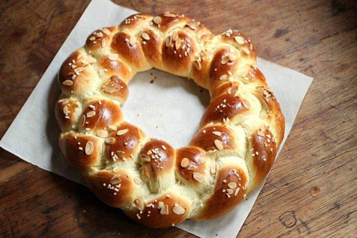 Pan dulce trenzado finlandés