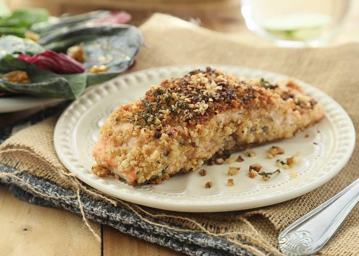 salmón al horno con costra de frutos secos